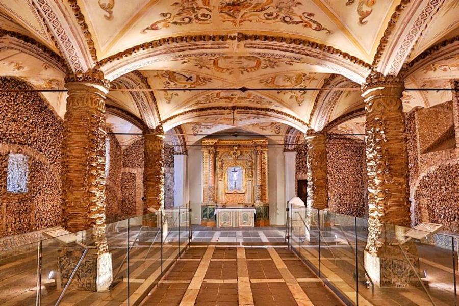 003--16-capela-dos-ossos-portugal-2c7364750c10b860b87e8ac078f50856