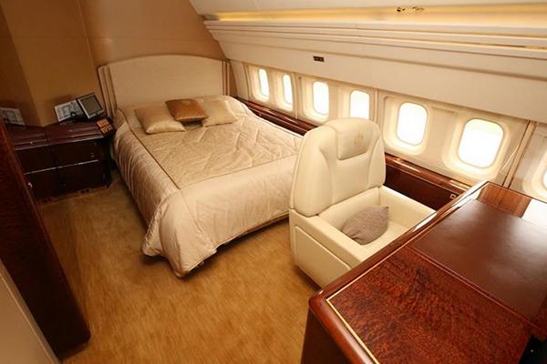 005-08-inside-the-jetliner-667141
