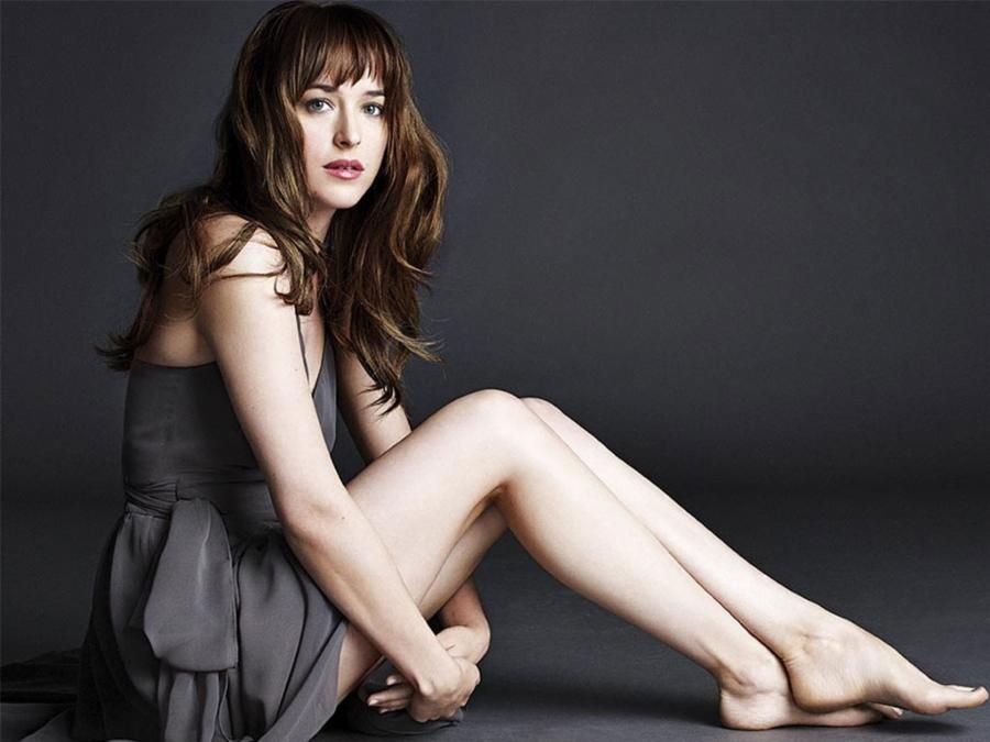 006-15-dakota-johnson-5b5b1e79bc6fa10db1dacb79870a7980