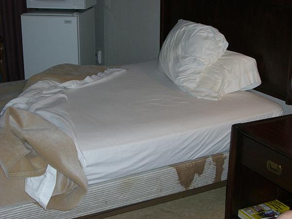 dead-body-under-hotel-mattress