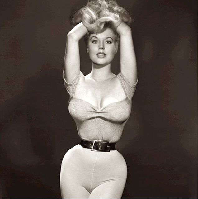 20 Stunning Black and White Pin Up Photos of the Girl with